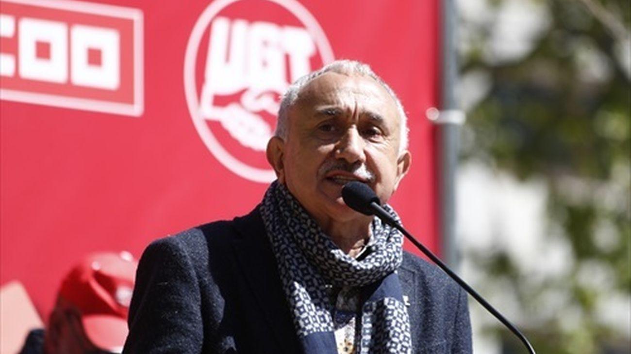 El secretario general de UGT, Pepe Álvarez, interviene en una concentración en abril para pedir la subida del SMI