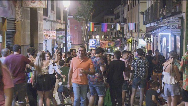 Los vecinos de Chueca se quejan de las fiestas del Orgullo hartos de los botellones, suciedad y aglomeraciones