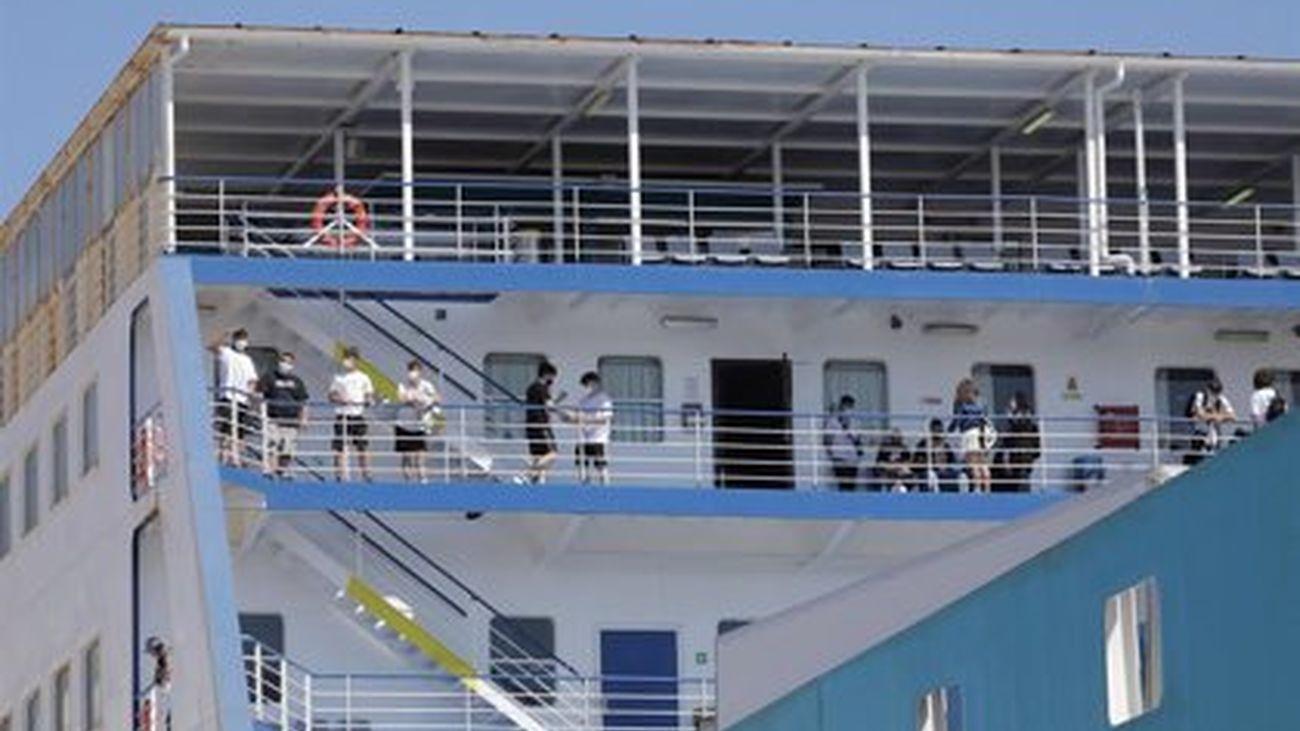 Estudiantes madrileños en el 'ferry burbuja' que les trasladó desde Baleares