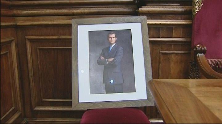 El Supremo obliga a Colau acolocar la efigie del rey en el Ayuntamiento de Barcelona