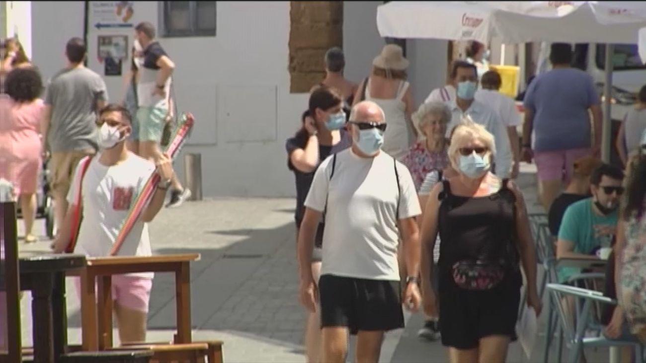 España vuelve a riesgo extremo por el Covid con 252 casos de media y 814 entre los jóvenes