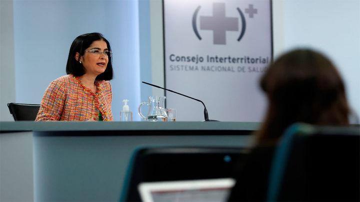 """Darias pide responsabilidad y """"compromiso"""" a los jóvenes para frenar la transmisión"""