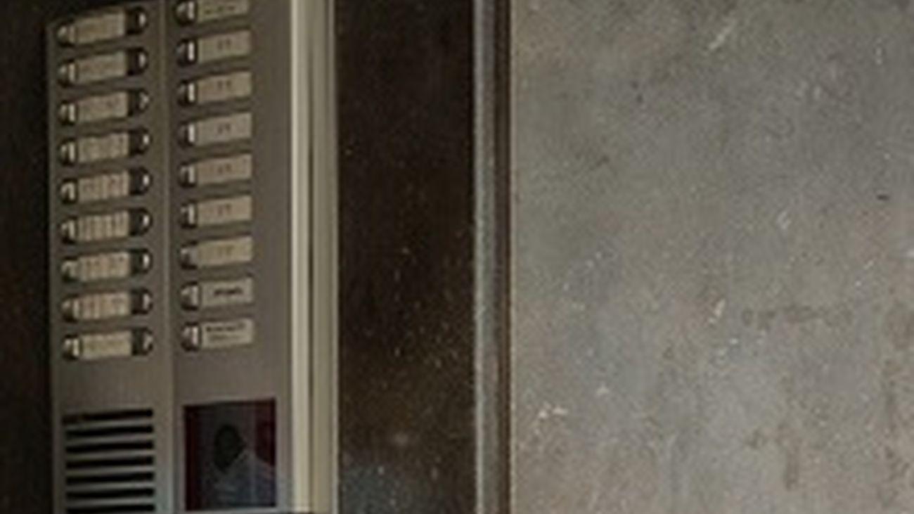 Telefonillo a la entrada de un portal