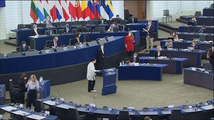La Eurocámara reclama la suspensión de fondos y medidas legales contra Hungría