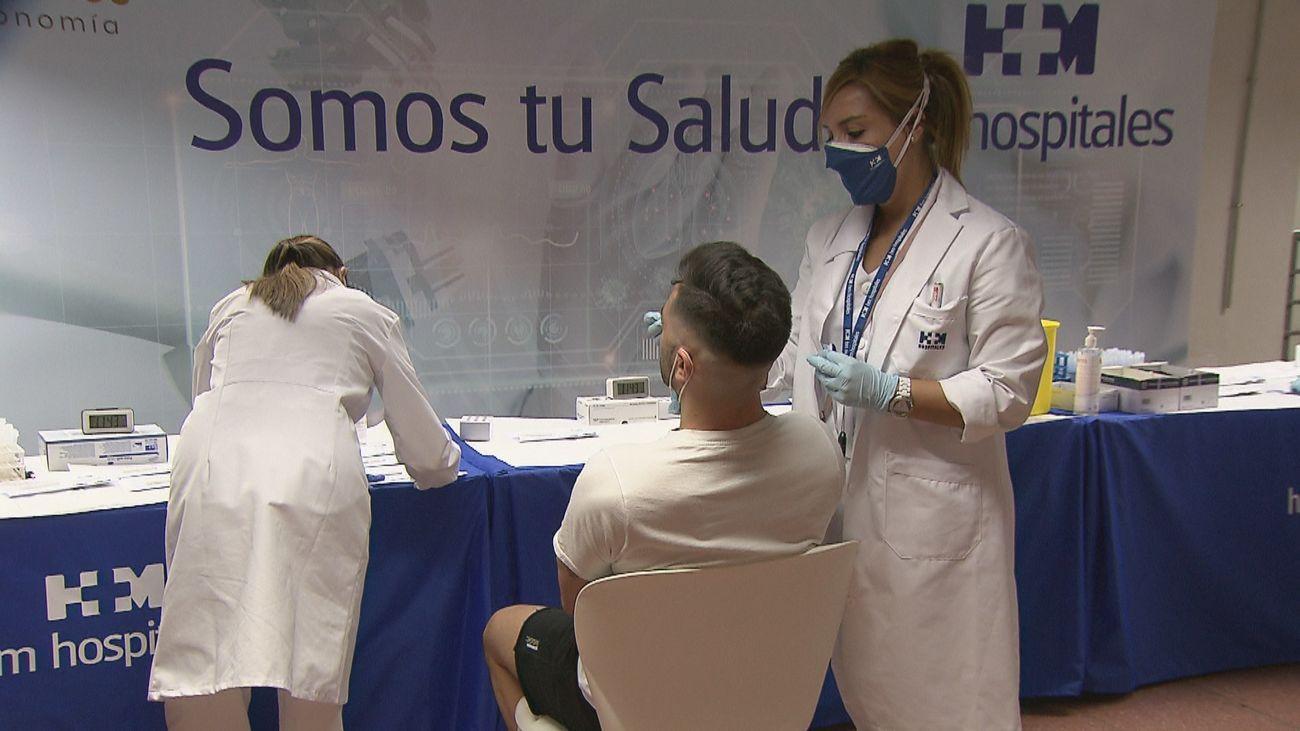 Realización de test de antígenos en Plaza de Castilla