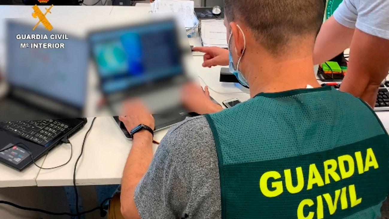 La Guardia Civil desarticulan una red de estafas en internet