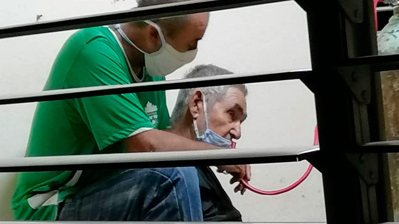 Cubanos reclaman abrir un corredor humanitario para afrontar la crisis sanitaria por el covid en Cuba