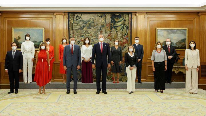Los nuevos ministros de Sánchez toman posesión de sus cargos ante el rey