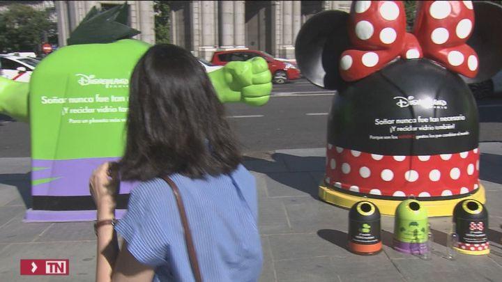 Goofy, Minnie o el increíble Hulk ayudan a los madrileños a reciclar vidrio