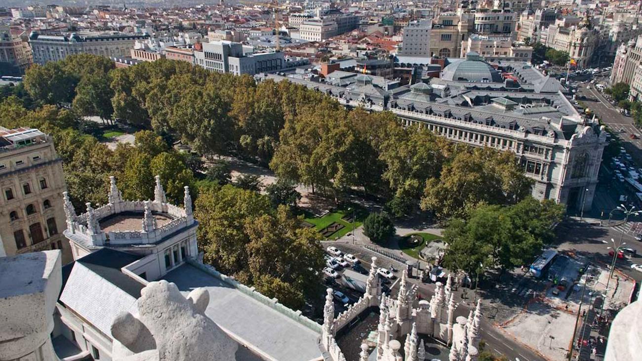Vista del Eje Prado-Recoletos desde el Palacio de Comunicaciones, sede del Ayuntamiento