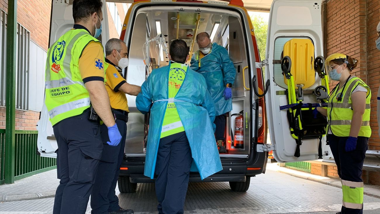 Llegada al Hospital 12 de octubre de la mujer víctima de la agresión