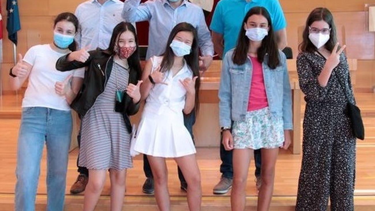 Las cinco estudiantes creadoras de la app contra el acoso escolar