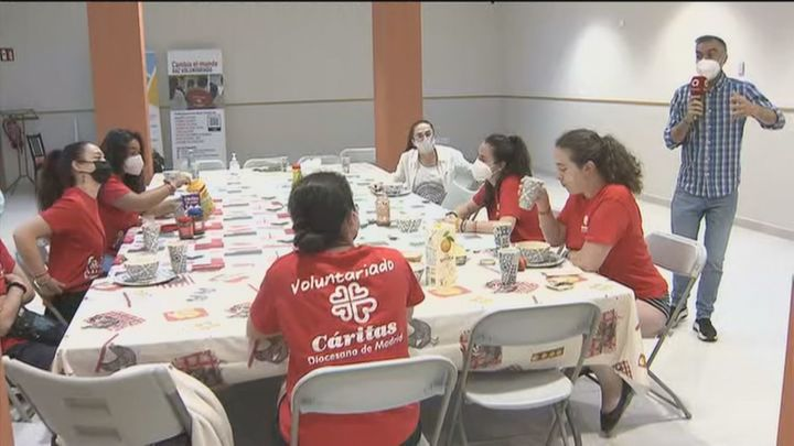 Jóvenes solidarios dedican parte del verano a trabajar como voluntarios en Cáritas