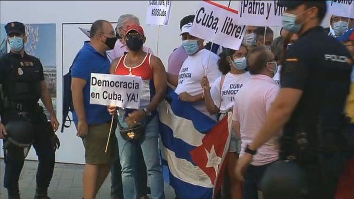 El Gobierno de Sánchez evita tachar a Cuba de dictadura mientras la oposición critica su cobardía