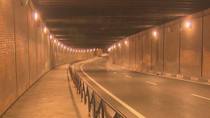 El joven apuñalado en el túnel de la calle Comercio huía de sus agresores
