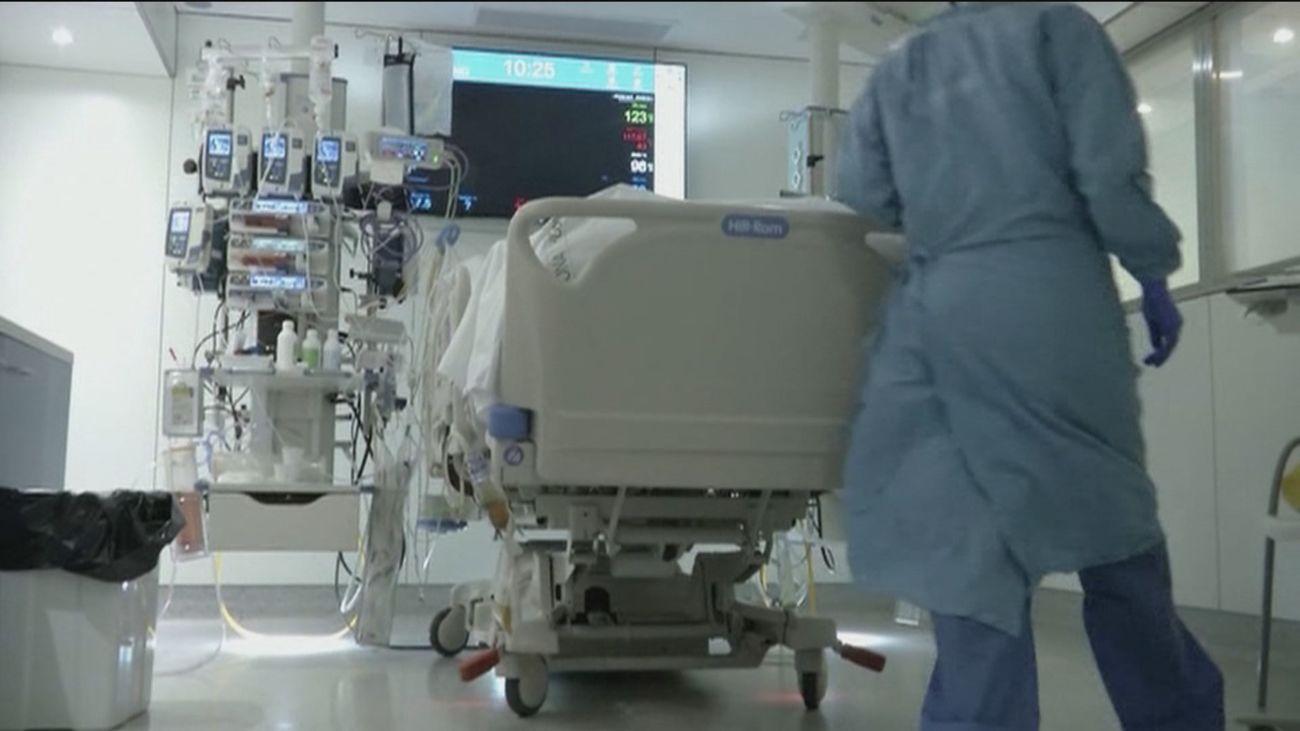 Sanidad alerta del aumento de pacientes Covid en las UCI, que supera el 10%