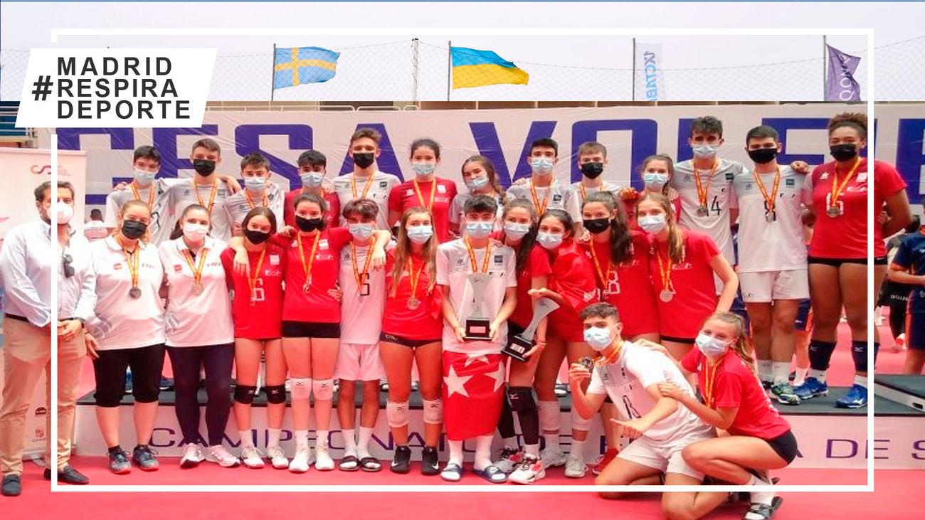 Las selecciones madrileñas cadete masculina y femenina de voleibol