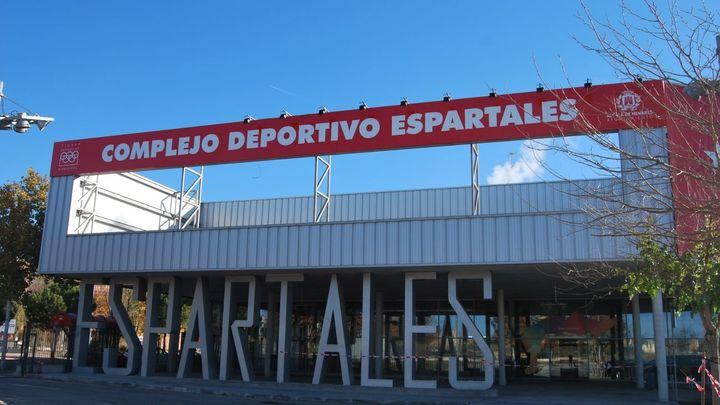 Abre el aparcamiento del Complejo Deportivo Espartales, en Alcalá, tras ampliar 172 plazas