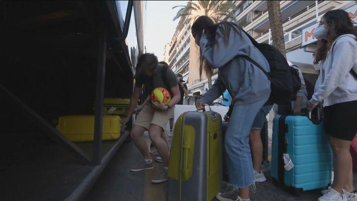 Imputada una directora general del Govern balear por confinar a jóvenes en viajes de estudios