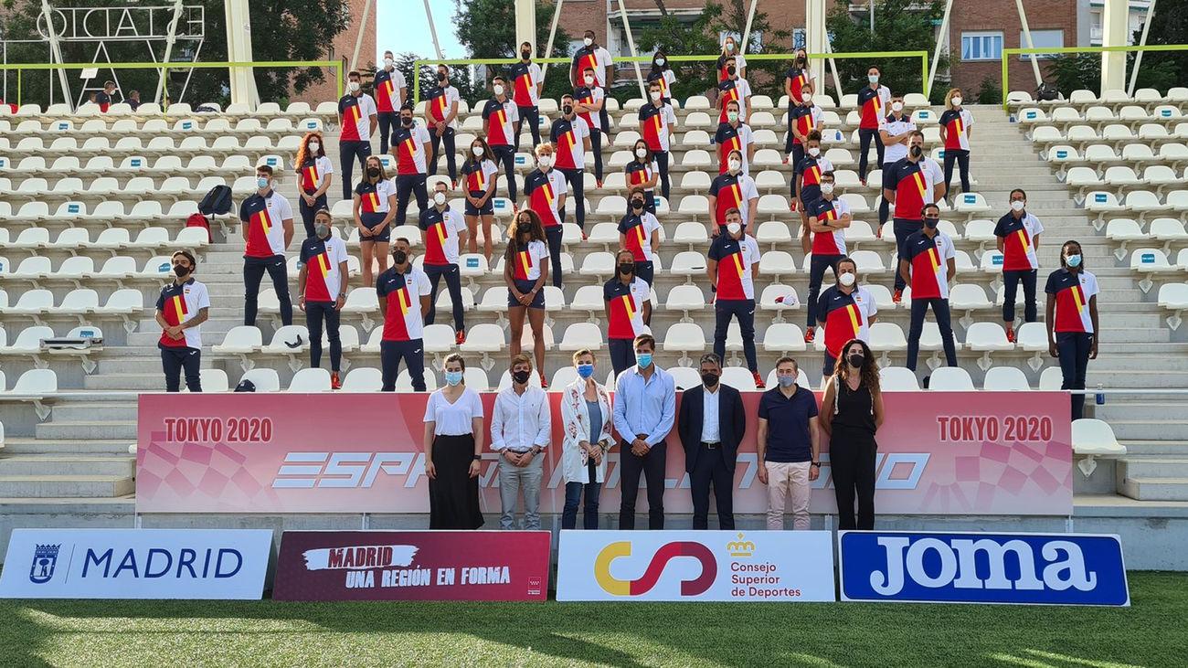 El equipo español de atletismo en el estadio de Vallehermoso