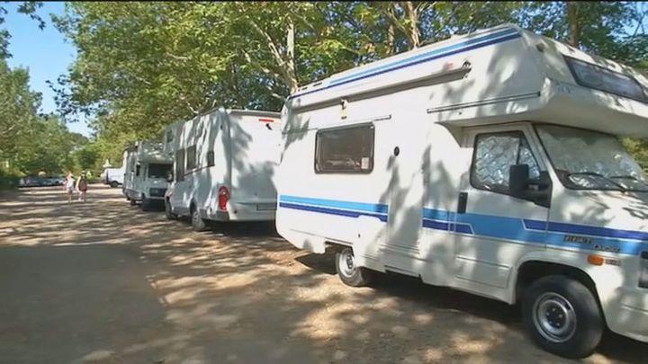 Denuncian un camping ilegal de caravanas en la Casa de Campo