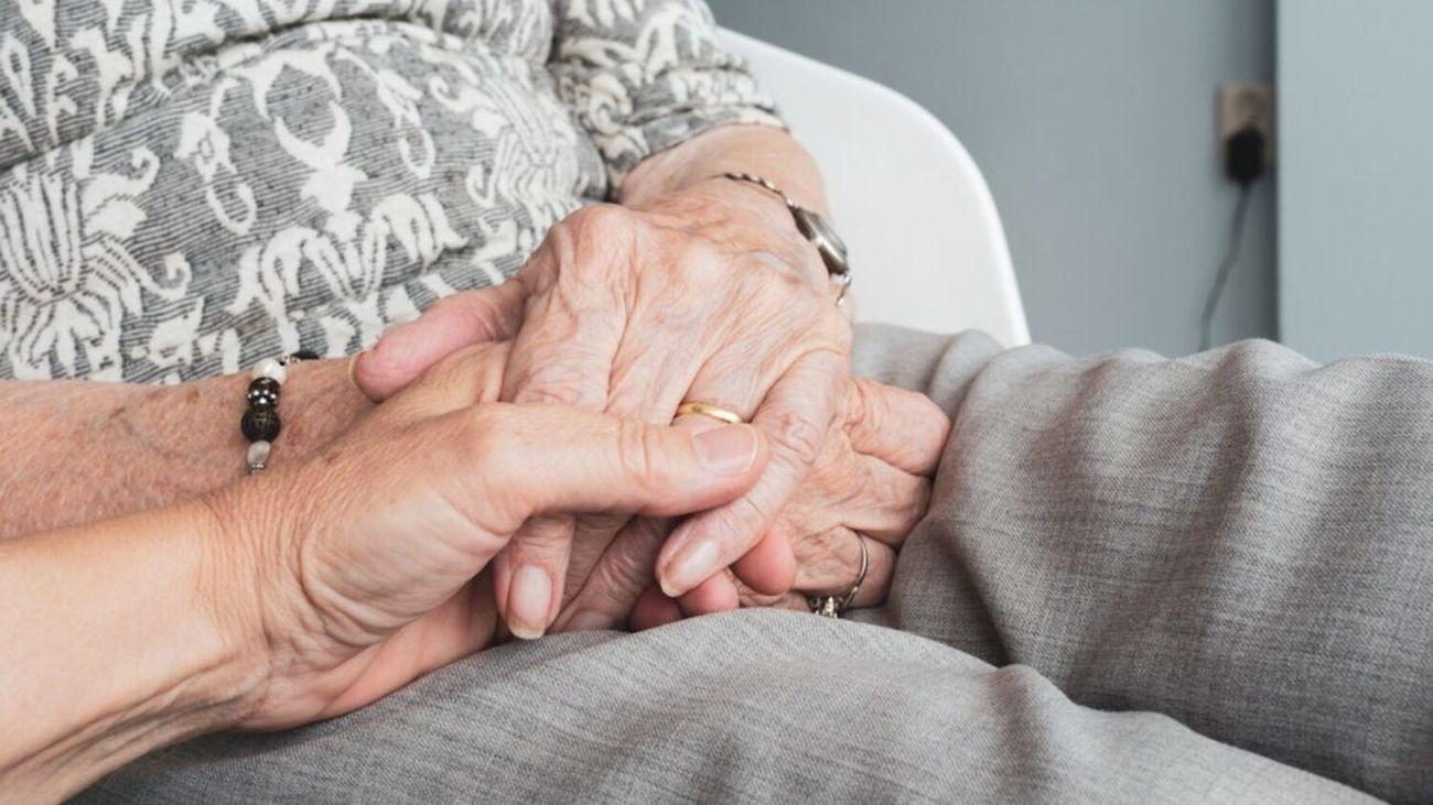 Imagen de una anciana en una residencia