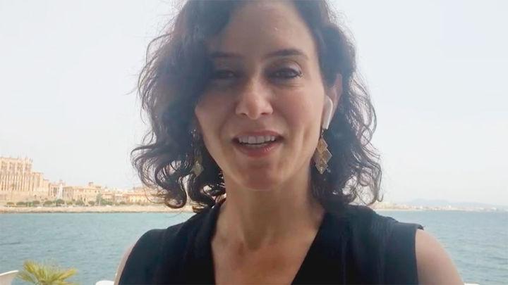 La presidenta Isabel Díaz Ayuso, emocionada por la plata de la madrileña Adriana Cerezo
