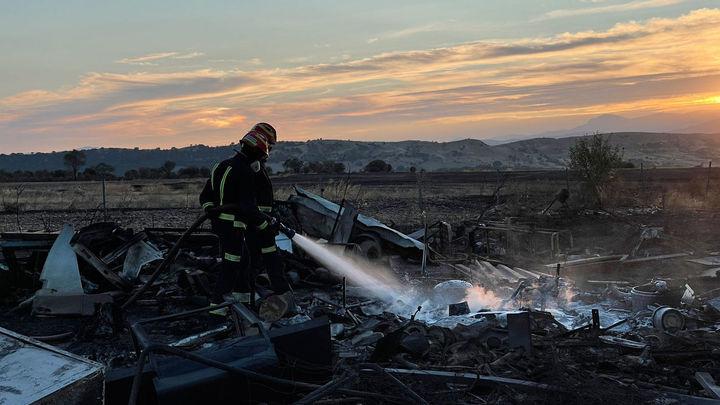 Extinguido y perimetrado el incendio de vegetación en Fuente El Saz