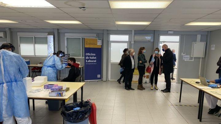 Cataluña se plantea cancelar las vacaciones del personal sanitario por el repunte de casos