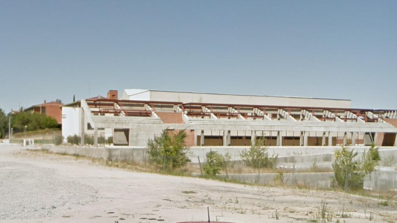 Estado del polideportivo del barrio de la Estación, en Navalcarnero