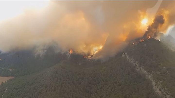 Los Bomberos dan por estabilizado el incendio de Sant Maria de Queralt (Tarragona)