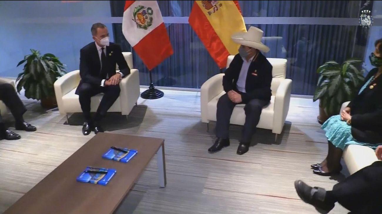 El Rey  con Pedro Castillo que hoy asumió la presidencia de Perú
