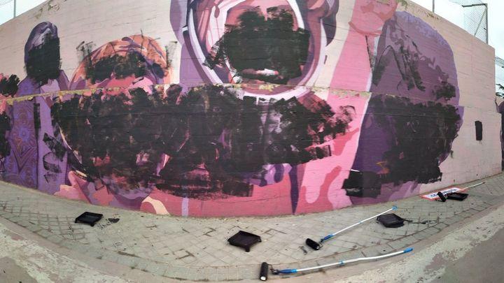 Los autores del mural feminista de Ciudad Lineal se encargarán de su restauración