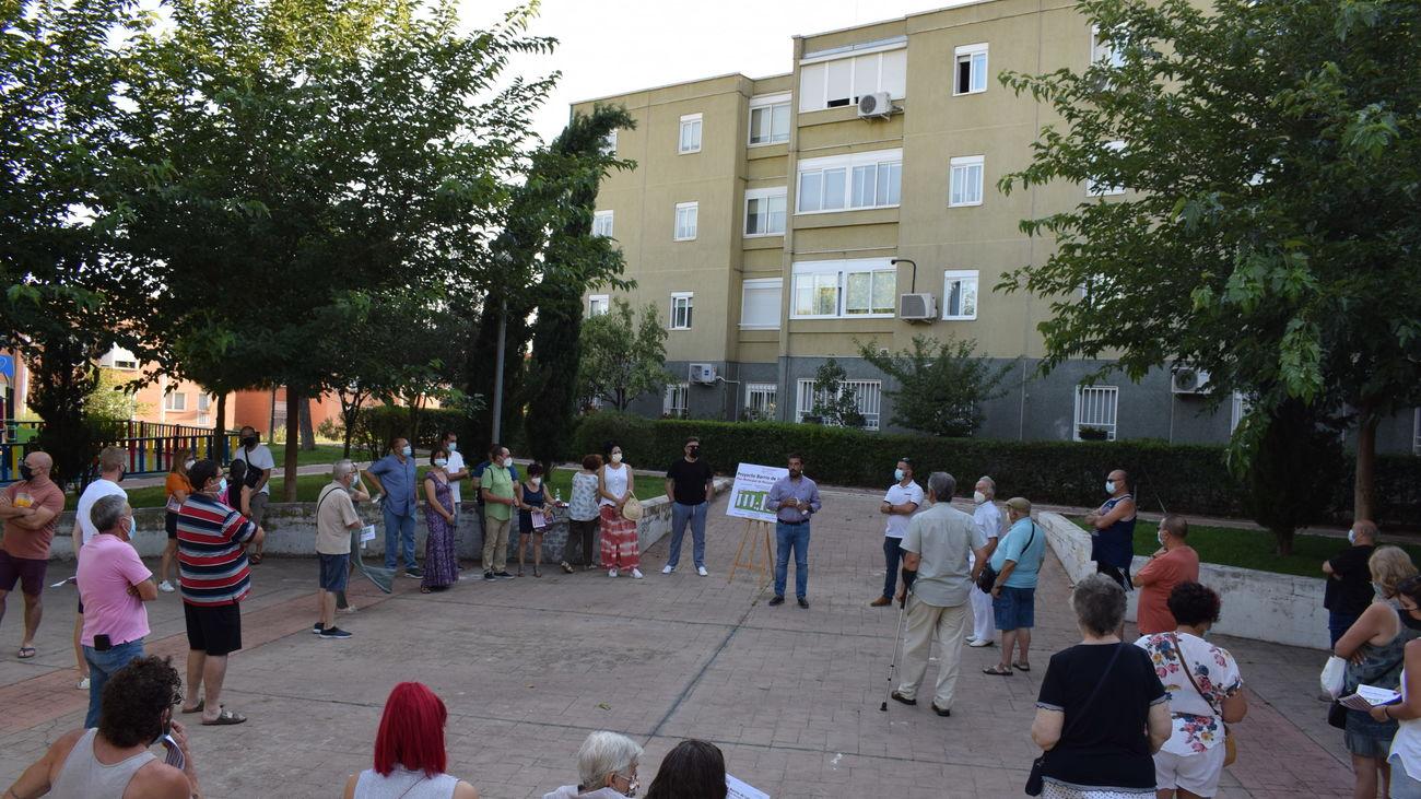 Asamblea vecinal para informar sobre el proyecto en el barrio de los Olivos de Mejorada del Campo