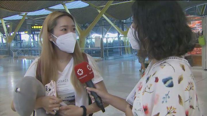 Gran afluencia de pasajeros en Barajas por la Operación Salida