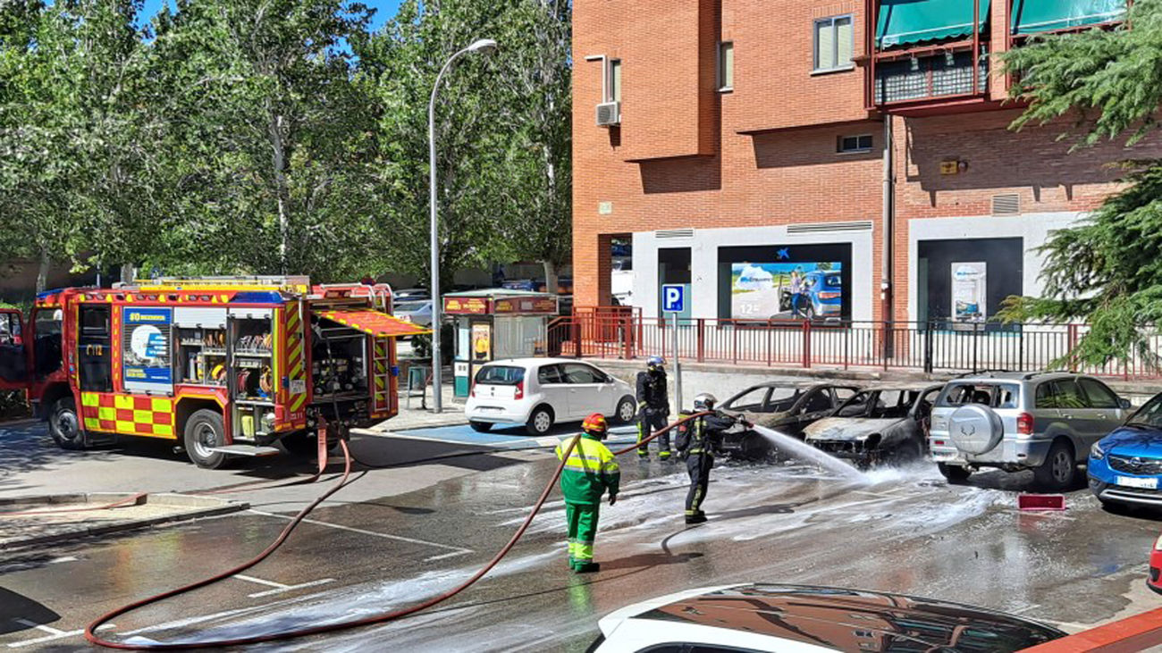 Incendio de dos coches en Covibar
