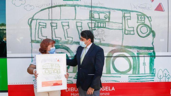 Un autobús de la línea 561 que une Majadahonda y Pozuelo homenajeará con su vinilado a las personas con discapacidad