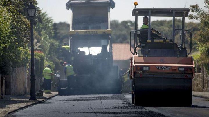 La Operación Asfalto 2021 renovará la calzada de 49 calles de Carabanchel