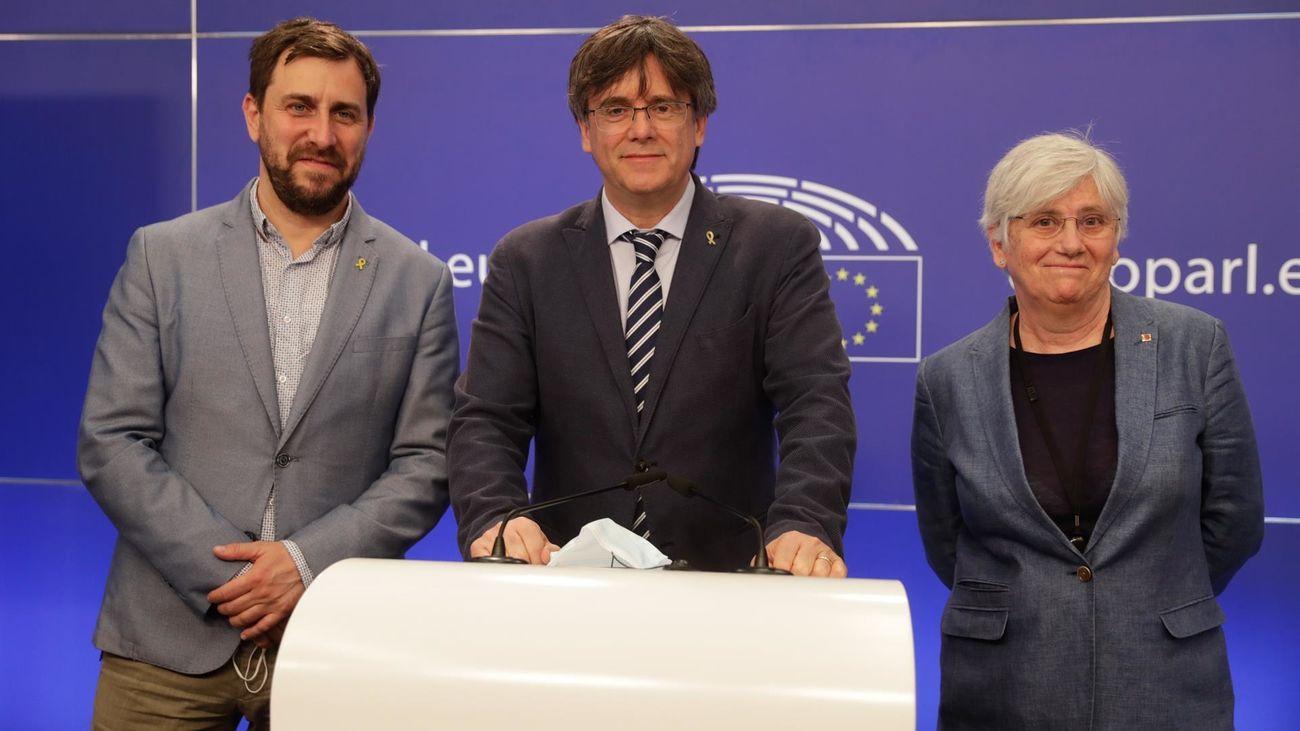 Carles Puigdemonto y los exconsellersToni Comín y Clara Ponsatí