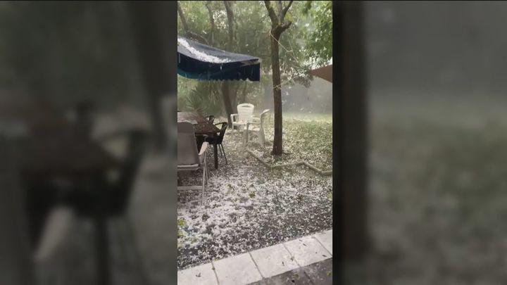 Soto y Nuevo Baztán despiden julio con una tormenta de lluvia y granizo