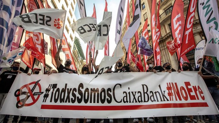 Un total de 8.246 empleados se adhieren al ERE de CaixaBank, que prevé 6.452 salidas
