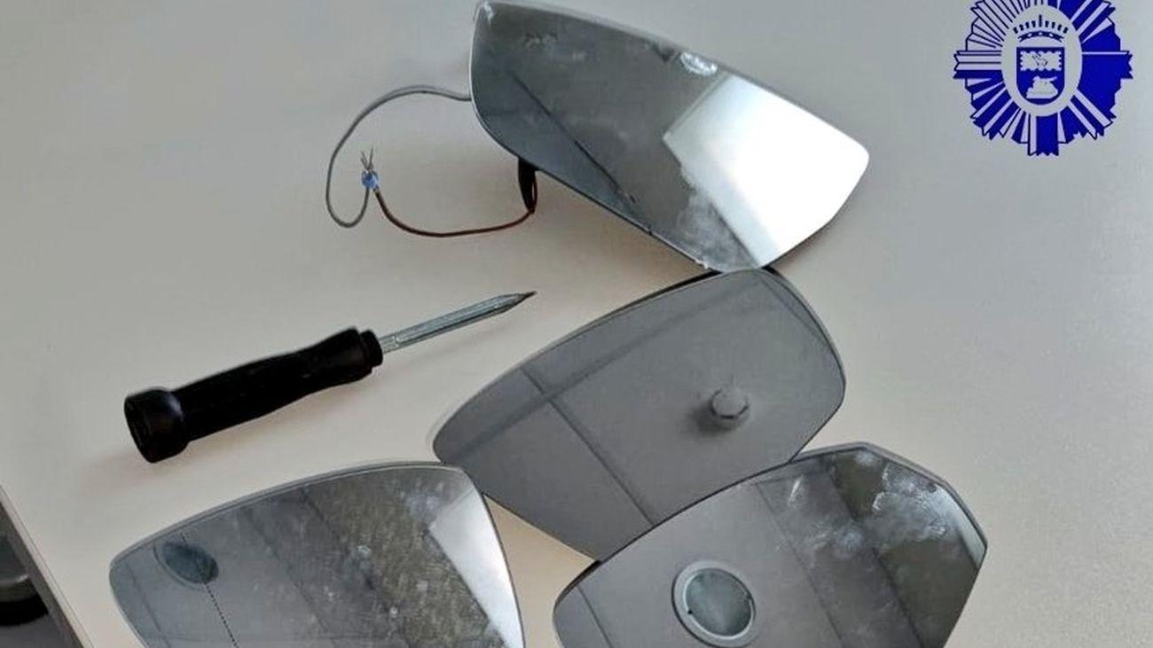 Espejos y herramienta incautados a los detenidos