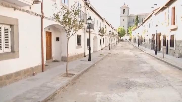 Denuncian una calle sin asfaltar en Valdemorillo