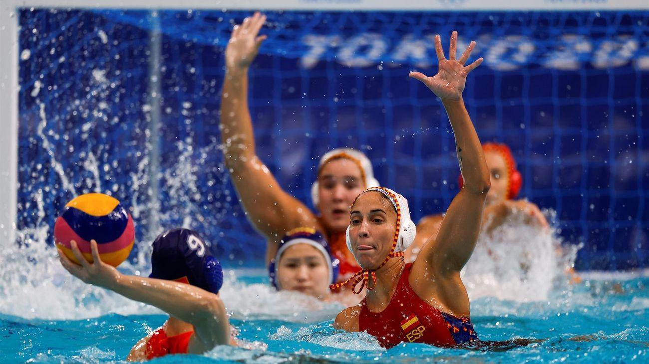 El waterpolo femenino se mete en la lucha por las medallas