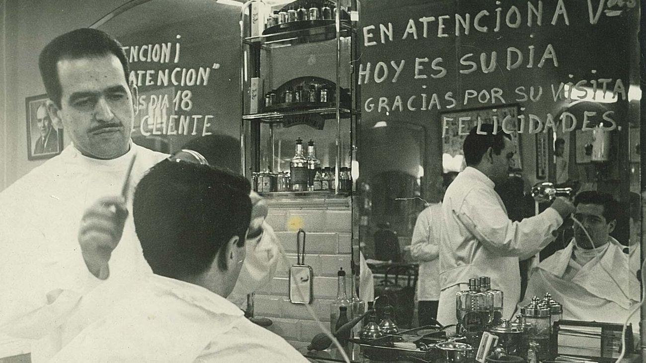 ¿Cómo sobrevive a la pandemia una peluquería con más de 100 años de historia en Madrid?
