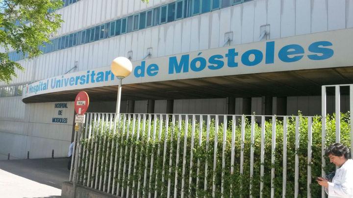 El Hospital de Móstoles suspende cirugías no urgentes ante el lleno de su UCI