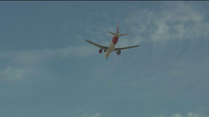 Vecinos de San Fernando soportan ruidos por encima de los 85 decibelios por los aviones de Barajas
