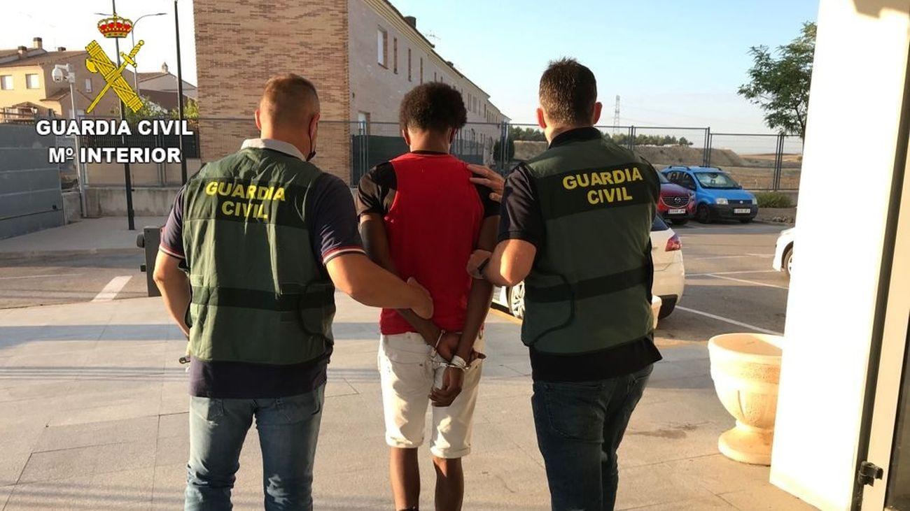 Detenido en Villaverde un joven de 18 años por abusar sexualmente de una menor