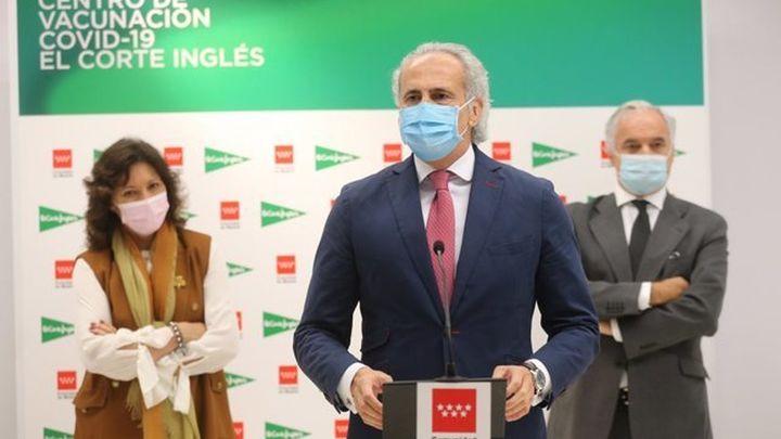 """Sociedades científicas critican la """"externalización"""" de la vacunación y el cierre de centros de salud en Madrid"""