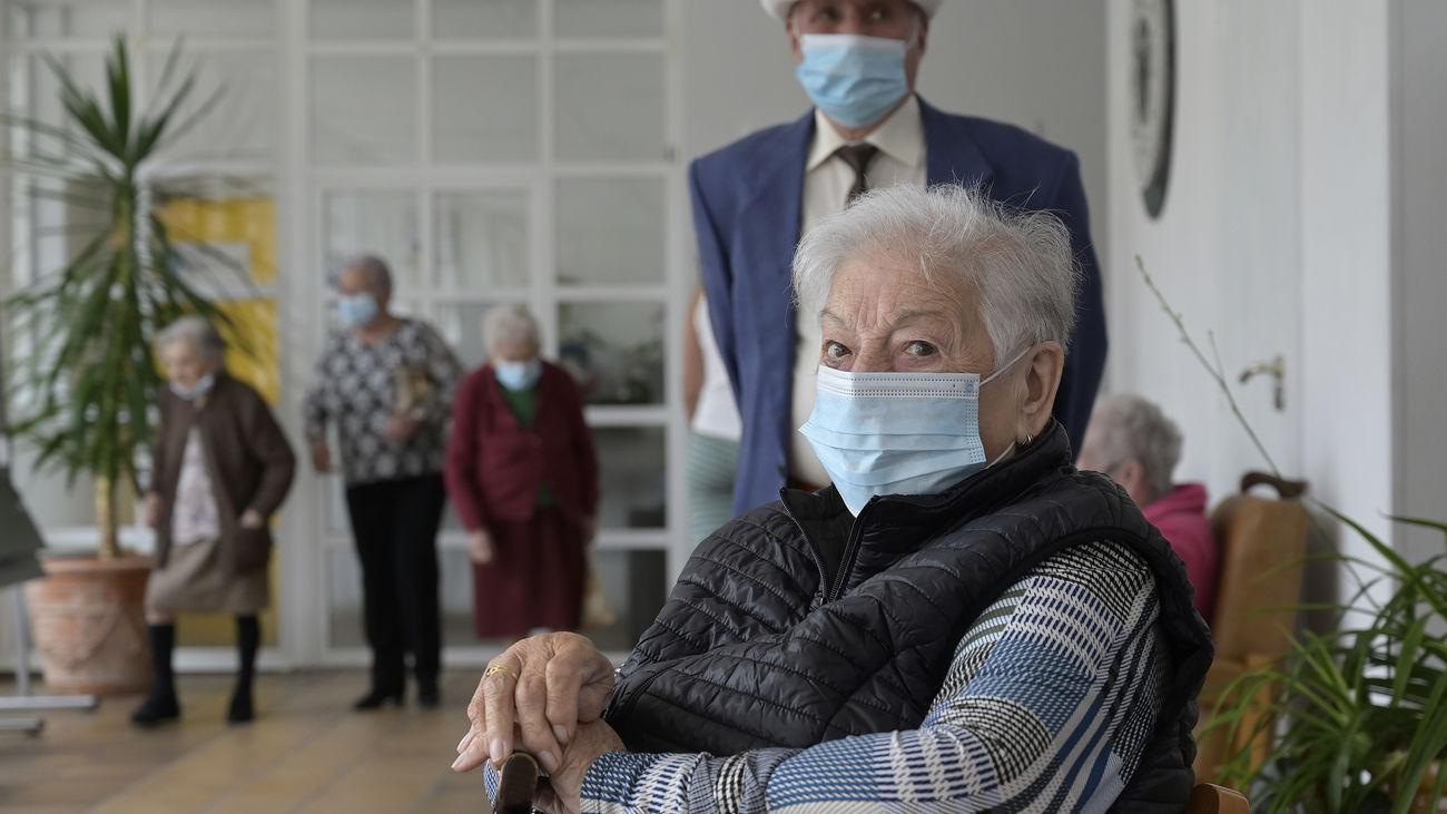 La Covid dobla las muertes en residencias españolas en la última semana